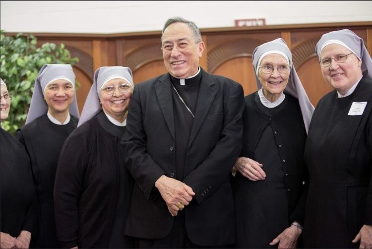 Cardinal Rodriguez with nuns